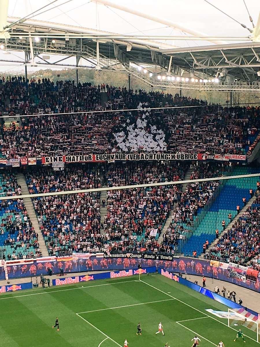 Stuttgart Schmuggelt Anti Rb Choreo Ins Stadion Mittelfinger Für