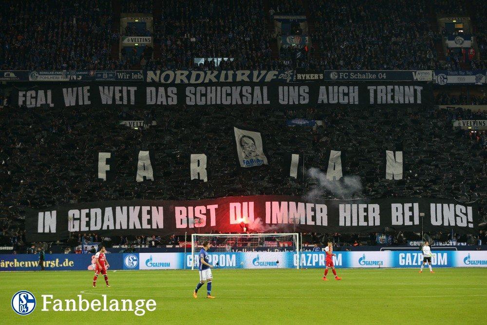 Gedenk - Choreo der Schalker Nordkurve