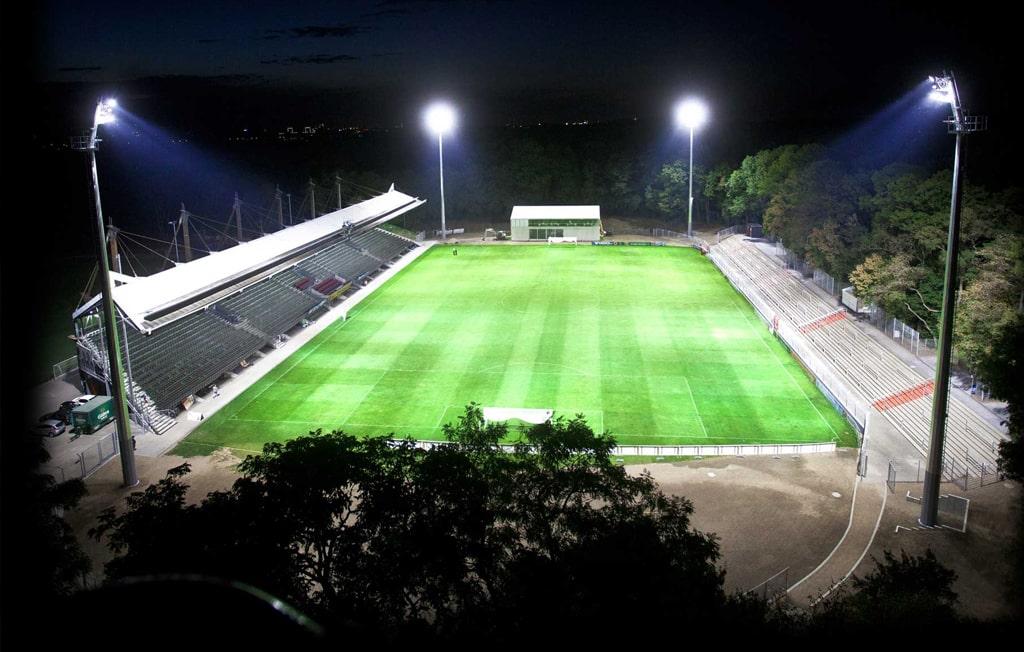 Viktoria Köln Stadion Flutlicht